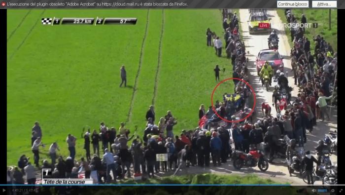 La bandiera del CCU sventola anche alla Parigi-Roubaix