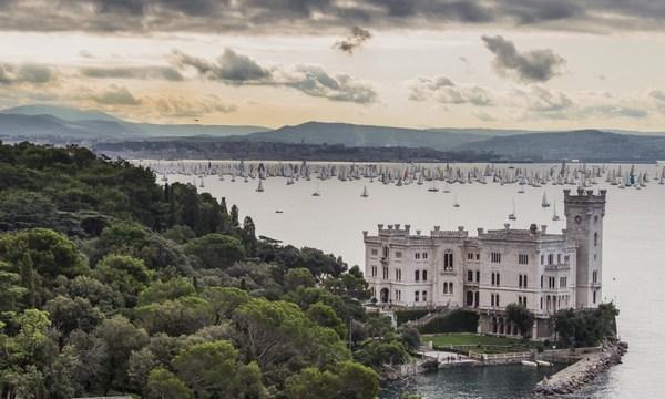 Miramare e Golfo di Trieste durante la Barcolana